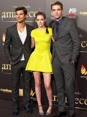 Kristen stewart på at bryde daggry 2 premiere, madrid: kjole, makeup dilemna